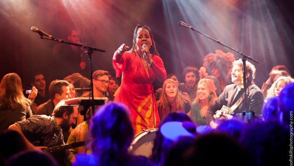 Votre Prof Dominique Sylvain et M, sur scène au Cabaret Sauvage